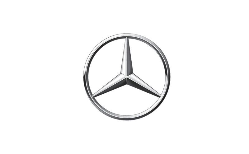 Mercedes sur Parking Dakar